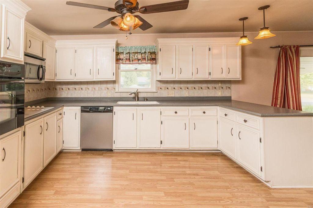 !Kitchen view 1.jpg